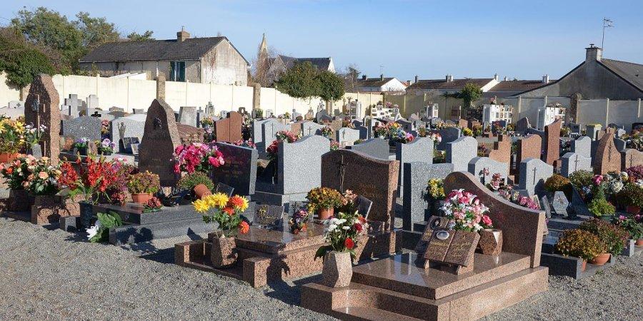 De nouveaux vols ont été commis dans le cimetière de Sisteron. Un acte  honteux que dénonce vivement Daniel Spagnou. Furieux, le maire a annoncé  que des