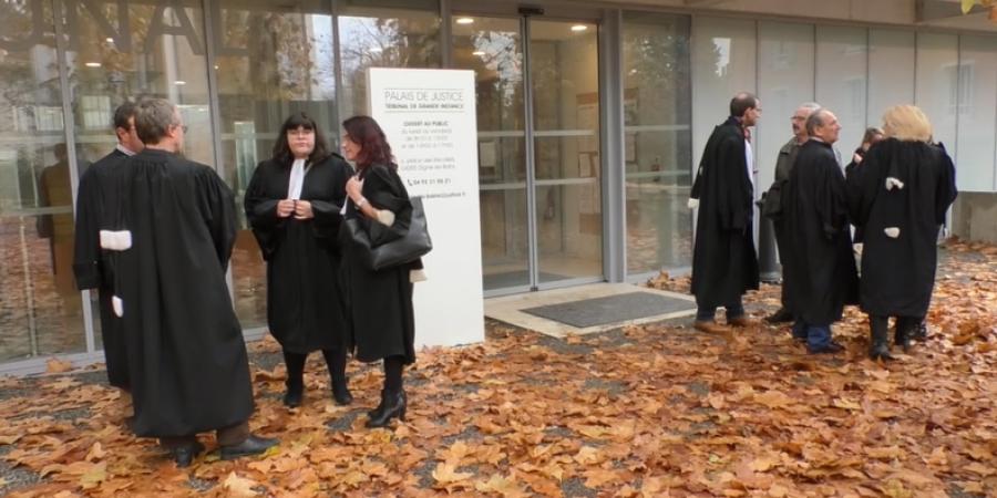 Ce Jeudi, Les Avocats De Digne Les Bains Ont Suivi La Journée Justice Morte  Lancée Au Niveau Na.