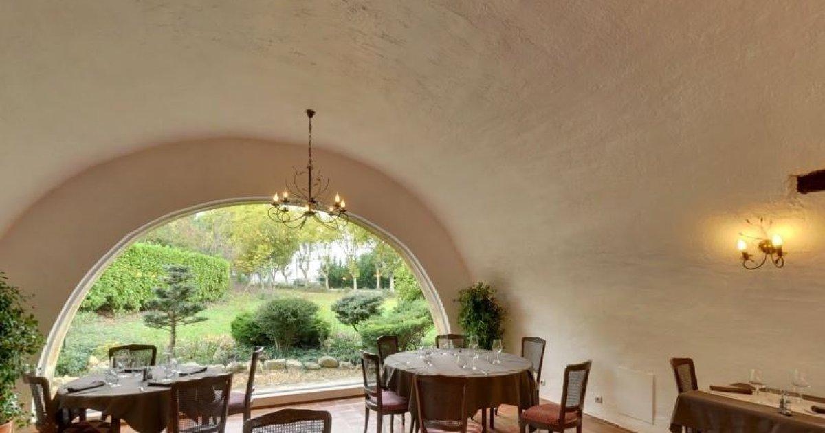 Chateau Arnoux Saint Auban Restaurant