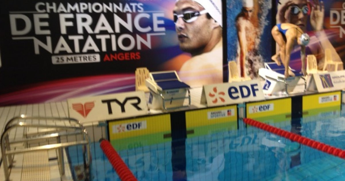 Championnats de france de natation julie cartier du cng for Komilfo angers