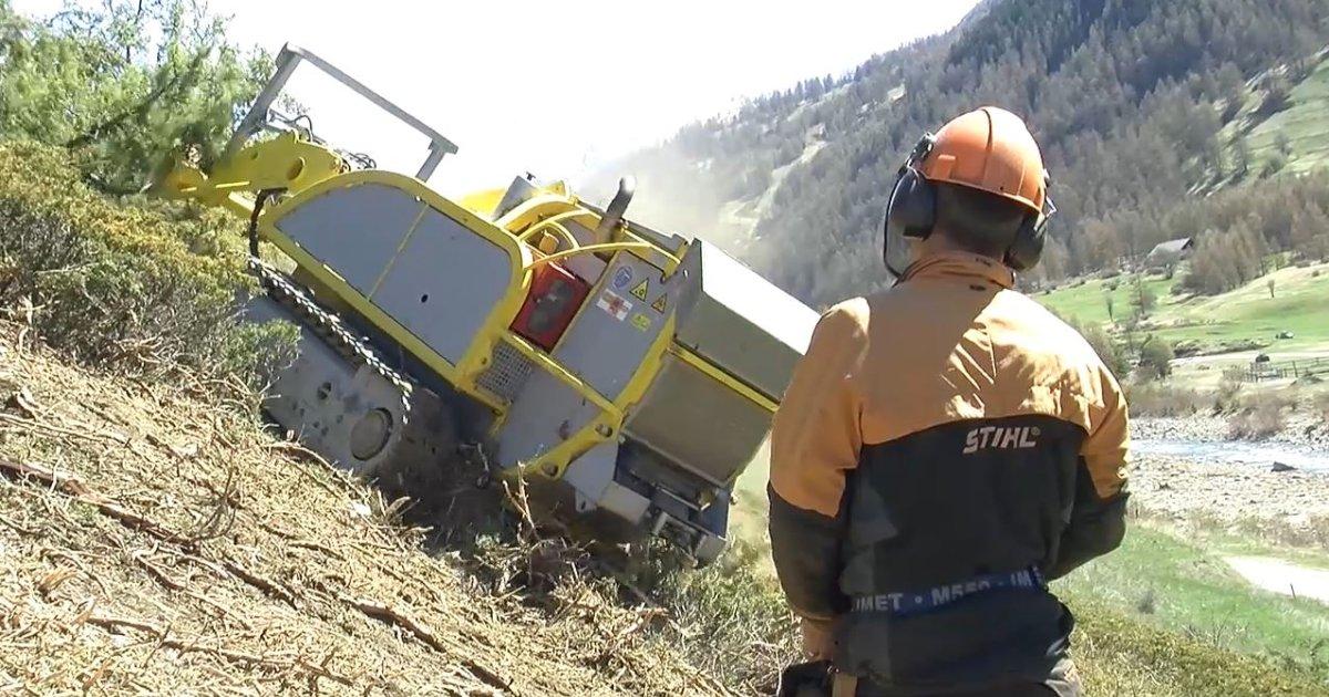 Hautes alpes le broyeur forestier r volutionne le d broussaillage d ci tv radio - Location broyeur forestier ...