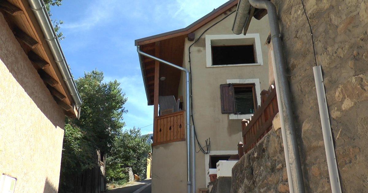 hautes alpes une maison inoccup e d truite par les. Black Bedroom Furniture Sets. Home Design Ideas