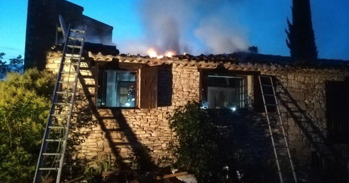 alpes de haute provence un incendie emporte un garage de 85 m limans d ci tv radio. Black Bedroom Furniture Sets. Home Design Ideas